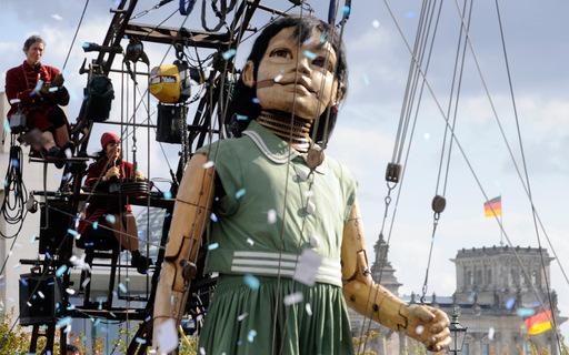 BioShock - Большой папочка и сестричка прогулялись по Берлину