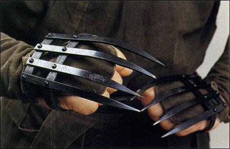 Это оружие ближнего боя наносило страшные увечья и оставляло на теле незаживающие раны и шрамы.
